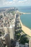 Horizonte de Chicago con costa Foto de archivo