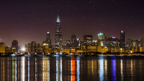 Horizonte de Chicago de la noche, Illinois Imagenes de archivo