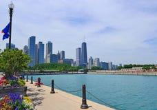 Horizonte de Chicago del embarcadero de la marina Foto de archivo
