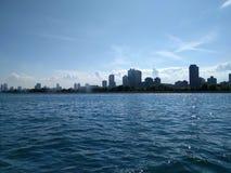 Horizonte de Chicago del lago Michigan imagen de archivo