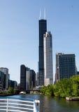 Horizonte de Chicago del río Imágenes de archivo libres de regalías