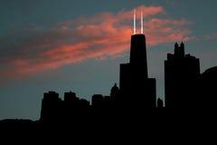 Horizonte de Chicago en la puesta del sol Fotos de archivo libres de regalías