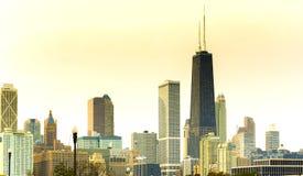 Horizonte de Chicago en la puesta del sol imágenes de archivo libres de regalías