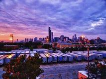 Horizonte de Chicago en la puesta del sol imagen de archivo libre de regalías