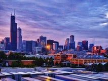 Horizonte de Chicago en la puesta del sol foto de archivo libre de regalías