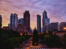 Horizonte de Chicago en la puesta del sol fotografía de archivo