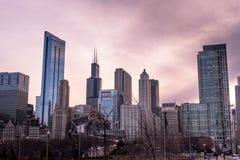 Horizonte de Chicago enseguida después de la puesta del sol imágenes de archivo libres de regalías