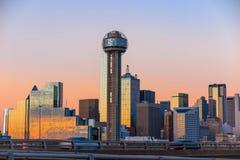 Horizonte de Dallas City en el crepúsculo Foto de archivo libre de regalías