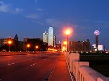 Horizonte de Dallas en la oscuridad Foto de archivo libre de regalías