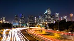 Horizonte de Dallas por noche Imagen de archivo libre de regalías