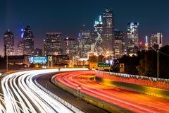 Horizonte de Dallas por noche Fotos de archivo libres de regalías