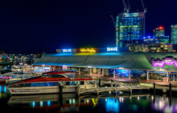 Horizonte de Darling Harbour en la noche, ciudad de Sydney Fotos de archivo