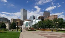 Horizonte de Denver del parque cívico imagenes de archivo