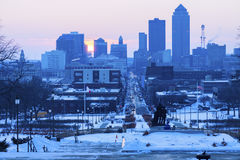 Horizonte de Des Moines en la puesta del sol Imágenes de archivo libres de regalías