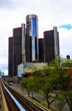 Horizonte de Detroit que mira hacia centro de conferencias y Canadá Imágenes de archivo libres de regalías