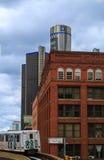 Horizonte de Detroit que mira hacia centro de conferencias y Canadá Fotos de archivo