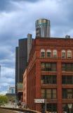 Horizonte de Detroit que mira hacia centro de conferencias y Canadá Foto de archivo libre de regalías