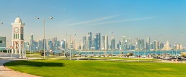 Horizonte de Doha, la capital de Qatar Fotografía de archivo