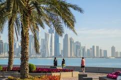 Horizonte de Doha, Qatar Imágenes de archivo libres de regalías