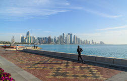 Horizonte de Doha, Qatar Imagen de archivo