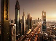 Horizonte de Dubai en tiempo de la puesta del sol Fotografía de archivo libre de regalías