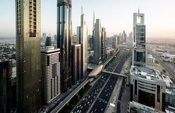 Horizonte de Dubai en tiempo de la puesta del sol Foto de archivo libre de regalías