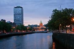 Horizonte de Dublín con la torre por la tarde, Irlanda de Siptu Fotos de archivo