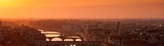 Horizonte de Florencia en la puesta del sol. Panorama. Fotos de archivo