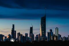 Horizonte de Gold Coast en la puesta del sol Imágenes de archivo libres de regalías