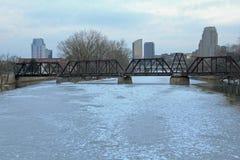Horizonte de Grand Rapids Michigan en el invierno Fotos de archivo libres de regalías