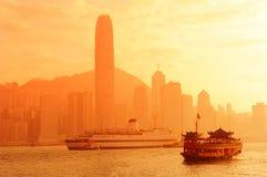 Horizonte de Hong Kong con los barcos Foto de archivo