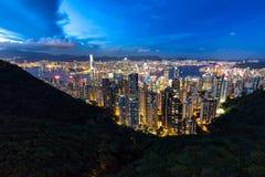 Horizonte de Hong-Kong en la noche Fotos de archivo libres de regalías