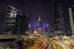 Horizonte de Hong Kong en la noche Fotos de archivo