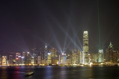 Horizonte de Hong-Kong en la noche fotos de archivo
