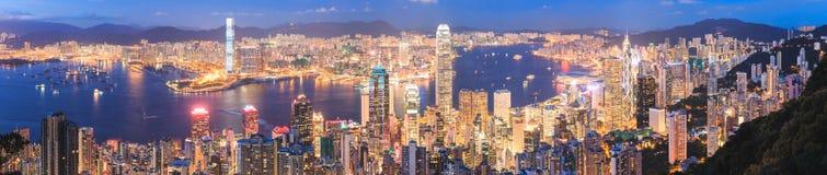 Horizonte de Hong-Kong en la noche Foto de archivo libre de regalías