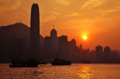 Horizonte de Hong-Kong en la puesta del sol Imagen de archivo libre de regalías