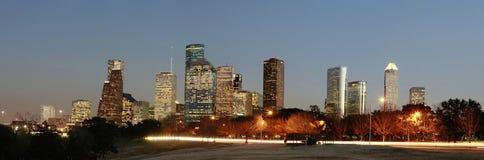 Horizonte de Houston en el anochecer Imagen de archivo libre de regalías
