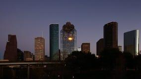 Horizonte de Houston, Tejas, un timelapse crepuscular 4K almacen de video