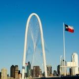 Horizonte de Hunt Bridge y de Dallas Fotos de archivo libres de regalías