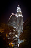 Horizonte de Kuala Lumpur en la noche Foto de archivo libre de regalías