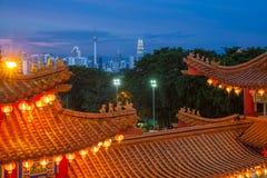 Horizonte de Kuala Lumpur, visión desde el templo de Thean Hou Imagenes de archivo