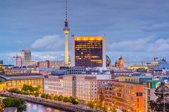 Horizonte de la ciudad de Berlín, Alemania imagenes de archivo