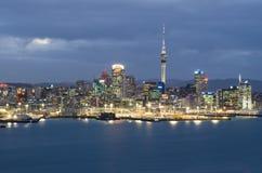 Horizonte de la ciudad de Auckland Imagen de archivo libre de regalías