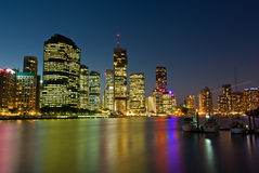 Horizonte de la ciudad de Brisbane en la puesta del sol Imagen de archivo