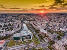Horizonte de la ciudad de Bucarest imagenes de archivo