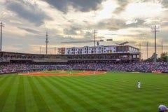 Horizonte de la ciudad de Charlotte Carolina del Norte del estadio de béisbol del bbt Imagen de archivo
