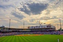 Horizonte de la ciudad de Charlotte Carolina del Norte del estadio de béisbol del bbt Foto de archivo