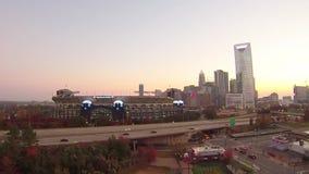 horizonte de la ciudad de Charlotte Carolina del Norte y céntrico metrajes