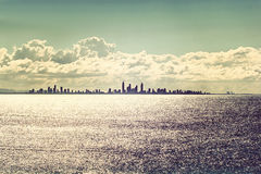 Horizonte de la ciudad de Gold Coast en la puesta del sol Fotos de archivo libres de regalías