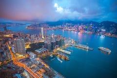 Horizonte de la ciudad de Hong Kong en la noche foto de archivo libre de regalías